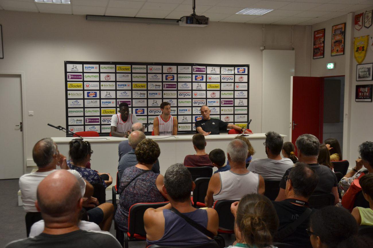 Intervention d'Abdoulaye N'doye, Michael Stockton, joueur de l'équipe pro et d'Erman Kunter, entraîneur de l'équipe pro