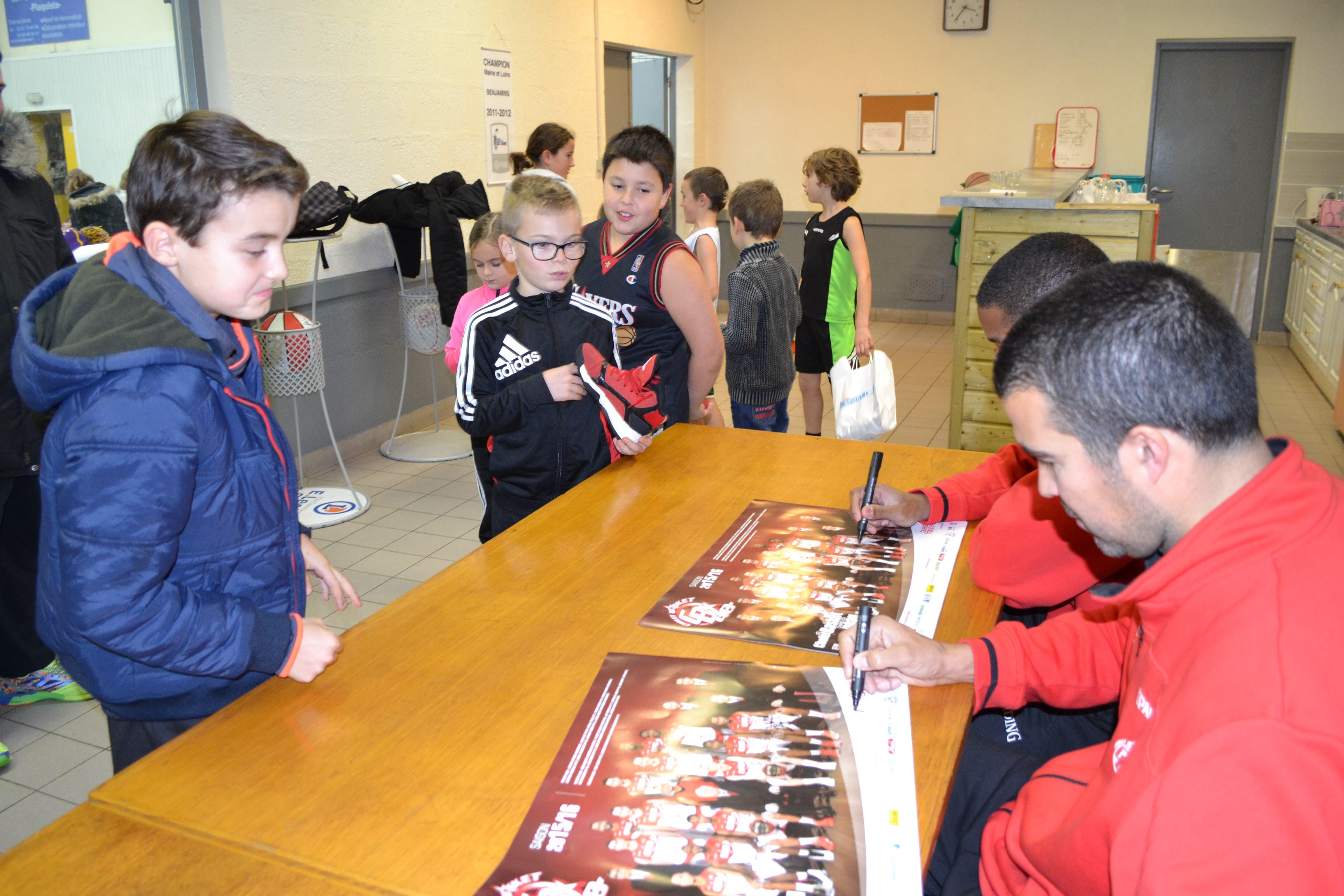 Anthony GOODS et Jérôme NAVIER à l'entraînement spécial Kinder de Trémentines le 18/12/15.